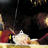 Skævvredet stjernekomedie: Kirsten Lehfeldt og Ghita Nørby i »Kirsten, Ghita, Stig« på Betty Nansen Teatret.