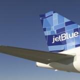 Den 39-årige fly-steward, som nu er arresteret, var ansat hos det amerikanske lavprisselskab JetBlue.