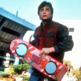 Den unge Marty McFly (Michael J. Fox) svævede på hoverboard og fløj i flyvende biler for 26 år siden i filmen »Tilbage til fremtiden«. Men hvor mange af de futuristiske elementer i filmen eksisterer i dag?