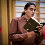 - -ÅRETS BILLEDER 2013- - Den 18-årige digter Yahya Hassan debaterer og læser op af sine digte på H. C. Andersen Skolen i Vollsmose tirsdag aften d.26.november 2013. Yahya Hassan har i sin nye digtsamling skarpt kritiseret både kulturen i ghettoerne og islam. (Foto: Thomas Lekfeldt/Scanpix 2013)