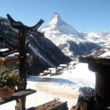 Matterhorns karakteristiske top kan ses fra de fleste steder i Zermatt.