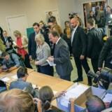 Lederen af de svenske Socialdemokrater, Stefan Lofven afgiver sin stemme.