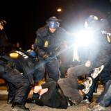Det kom til kampe mellem politi og demonstranter efter politiaktionen mod kirken