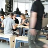 Møblerne på Café Republikken på Vesterbro er designet med laserskærer og cnc-fræser. Først skar medarbejderne modeller af møblerne ud i forholdet 1:5 og diskuterede design, proportioner og samlinger. Derefter lavede de en prototype i fuld størrelse, før de satte gang i selve produktionen af cafémøblerne.