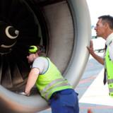Det tager forskellige personalegrupper mindre end 60 minutter at klargøre flyet til næste afgang.