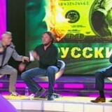 Der var håndmadder i luften, da to russiske oligarker skulle diskutere landets økonomi på russisk fjernsyn.