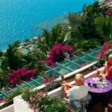 Altamar i Puerto Rico besøges hver vinter af ca. 10.000 Spies-gæster. Fra tidlig morgen til sen aften er der sol på de mange terrasser på bjergsiden.