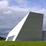 Der er langt mellem nye kirkebyggerier i Danmark. Her ses Hellig Kors Kirken i Jyllinge, indviet i 2008.