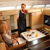 Etihad Airways fik også en World Travel Award for at have verdens bedste første klasse, mens Singapore Airlines har den bedste business class og Lufthansa verdens bedste økonomiklasse.