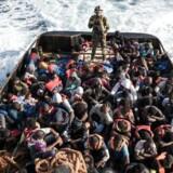 Arkivfoto: En migrantbåd er kæntret ud for Libyen.