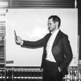 Det er kun tre måneder siden, at Gustav Berghog kom til Danmark som Telias privatkundedirektør. Han er nu i gang med en stor plan, som skal holde på kunderne, så de ikke jager efter slagtilbud hos konkurrenterne. Foto: Simon Læssøe, Scanpix