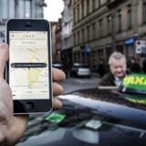 Arkiv: Uber app og taxa på Kongens Nytorv.. (Foto: Thomas Lekfeldt/Scanpix 2017)