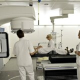 Hospitaler har store udgifter til at behandle sygdom hos turister og andre udlændinge, der besøger Danmark, mens udenlandske sygehuse henter store indtægter på at tage sig af syge danskere, viser opgørelser.
