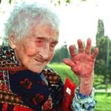 Med sine 122 år blev franskmanden Jeanne Calment verdens ældste person nogensinde. Her er hun fotograferet ved sit plejehjem i Arles, da hun var 120 år.