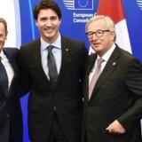 Donald Tusk, Justin Trudeau og Jean-Claude Juncker side om side ved topmødet.