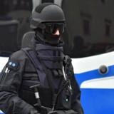 Tysk politi har tidligt onsdag ranaget 54 ejendomme i Hessen og anholdt fire personer, der er mistænkt for at have forbindelse til Islamisk Stat. Ifølge Hessens indenrigsminister, Peter Beuth, deltog 1.100 betjente i antiterroraktionen. Ministeren oplyser, at aktionen »har smadret det salafistiske netværk«.
