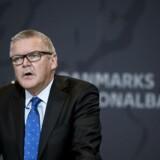 Nationalbanken og dens direktør har gentagne gange opfordret de danske pengeinstitutter til at skrue ned for udbytterne til aktionærerne og i stedet fokusere på at polstre sig. Men landets største bank vælger nu at øge aktionærforkælelsen til rekordhøjder.