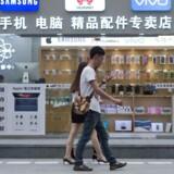 Arkivfoto. Kinas storbyer ser en stigende tendens i brugen af smartphones og derved en stigning i antallet af mobilbetalinger.