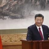 Arkivfoto. Xi måtte længe ikke melde sig ind i kommunistpartiet på grund af sin far. Nu er han genvalgt præsident.