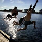 Mange år er det ikke siden, at Københavns Havn var for forurenet til at bade i. Men tiderne skifter, og havnebadene er på mange måder symptomatisk for den positive udvikling, havnen har undergået. Foto: DAC