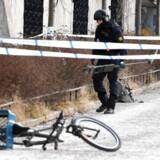 En eksplosion, sandsynligvis forårsaget af en håndgranat, har kostet en mand i tresserne livet i Vårby udenfor Stockholm.
