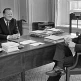 To tidligere socialdemokratiske statsministre: Anker Jørgensen & Jens Otto Krag (A) i oktober 1972. Anker Jørgensen døde i går, 93 år gammel.
