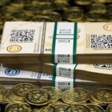 Værdien af verdens største virtuelle valuta, bitcoin, styrtdykker i øjeblikket. Dog er den stadigvæk mere end tre gange så meget værd som ved årets begyndelse.