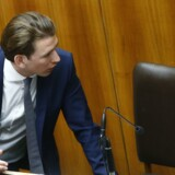 Østrigs udenrigsminister, den 30-årige Sebastian Kurz (tv.) blev søndag ny partileder i det konservative folkeparti (ÖVP). Han ses her sammen med den socialdemokratiske kansler, Christian Kern. Reuters/Leonhard Foeger