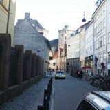 Betjente har siden september sidste år haft selskab af soldater i bevogtningen af synagogen i Krystalgade.