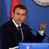 Den franske præsident Emmanuel Macron var angrebsmålet for en 23-årig mand, der kalder sig nationalist.