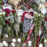 Blomster og beskeder fra pårørende og borgere. Mandag d. 18. oktober 2017 blev 16-årige Servet Abdija skudt og dræbt foran sin opgang ved familiens hjem på Ragnhildgade i København.