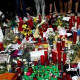 Barcelona mindes ofrene for torsdagens terrorangreb med blomster, bamser og lys. Jihadister vil tage nye metoder i brug for at bevare opmærksomheden, vurderer svensk terrorforsker.