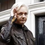 Assanges spørgsmål til Ruslands ansvar for giftangreb i Salisbury udløser forbud mod at kommunikere på nettet.