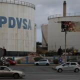PDVSAs logo ses her på det lidt anonyme Isla raffinaderi i Willemstad, Curaçao. Foto: Andres Martinez Casares/Reuters