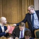 Afslutningsdebat i Folketinget. Jakob Engel-Schmidt (V) og Carl Holst (V)