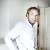 Olav Hergel er journalist og forfatter. Han har netop udgivet bogen Punktum, en roman om dansk journalistik. Fotograferet i og omkring sit hjem i Snekkersten.