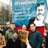 Demonstranter i Berlin kræver Deniz Yucels løsladelse 19. februar 2017. / AFP PHOTO / dpa / Marlene GAWRISCH / Germany OUT