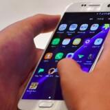 Samsungs Galaxy S7-telefon er blandt de smartphones, som nogen har pillet ved, fra de forlod fabrikken, til de blev taget i brug hos folk. Det betyder dog ikke, at samtlige telefoner af denne model har et problem. Arkivfoto: Jung Yeon-je, AFP/Scanpix