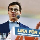 Moderaternas leder og statsministerkandidat, Ulf Kristersson, på talerstolen i Almedalen – han er ikke klar til at lette på grænsekontrollen for at imødekomme en trængt Øresund-integration.