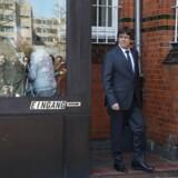 Carles Puigdemont forlader fængslet i Neumünster. Retten i Slesvig-Holstens beslutning om at løslade ham mod kaution og afvise oprørsanklager mod ham har sat det normalt tætte forhold mellem Spanien og Tyskland på prøve. EPA/FOCKE STRANGMANN