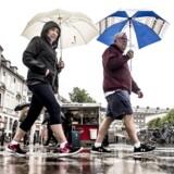 »Vi ender med i omegnen af 268 millimeter nedbør i juni, juli og august,« siger klimatolog Mikael Scharling fra DMI.