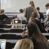 Et stigende antal EU-borgere tager til Danmark for at studere, samtidig med at de får SU. Dog kræves det, at de arbejder mindst ti til 12 om ugen, hvis de vil have uddannelsesstøtte.
