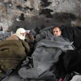Kampe raser i den syriske by Aleppo, og det sender tusinder og atter tusinder af mennesker på flugt. Scanpix/George Ourfalian