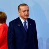 Under G20-topmødet i Hamborg var Merkel og Erdogan stadig på talefod. Nu har anholdelsen af den tyske forfatter Dogan Akhanli i Spanien eskaleret den diplomatiske krise mellem Tyskland og Tyrkiet