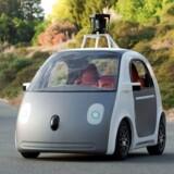 Selvkørende biler har bred opbakning i folketinget. Her ses en af Googles selvkørende og førerløse modeller.