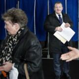 Venstres formand, statsminister Lars Løkke Rasmussen (V), stemmer på Nyboder Skole på Østerbro på valgdagen for Regions- og Kommunalvalget.