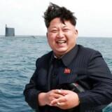 Arkivfoto: Ved flere tidligere lejligheder har Nordkorea affyret ballistiske missiler blandt andet fra en ubåd som denne i 2015, hvor den nordkoreanske leder Kim Jong-Un smilende fulgte affyringen.