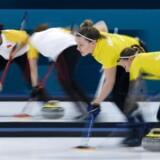Sverige blev for stor en mundfuld for de danske kvinder, der forlod curlinghallen med et klart nederlag.