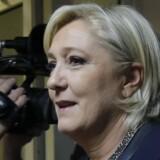 Marine Le Pen fra Frankrigs Front National ankommer til det russiske parlament fredag. Under sit ophold i den russiske hovedstad sagde præsident Vladimir Putin til den franske højrefløjspolitiker, at Rusland under ingen omstændigheder ønske at påvirke udfaldet af det kommende franske præsidentvalg. Foto: Reuters/Maxim Shemetov.