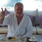 Lars Seier Christensen spiste morgenmad om bord på sin yacht d'Angleterre ud for Cannes i Sydfrankrig, da briterne stemte for Brexit. Han var oppe hele natten og fulgte den dramatiske afstemning på tv'et ombord.